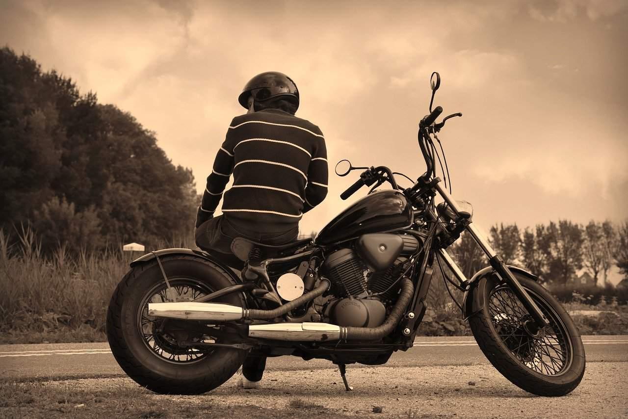 Co grozi za jazdę motocyklem bez prawa jazdy?