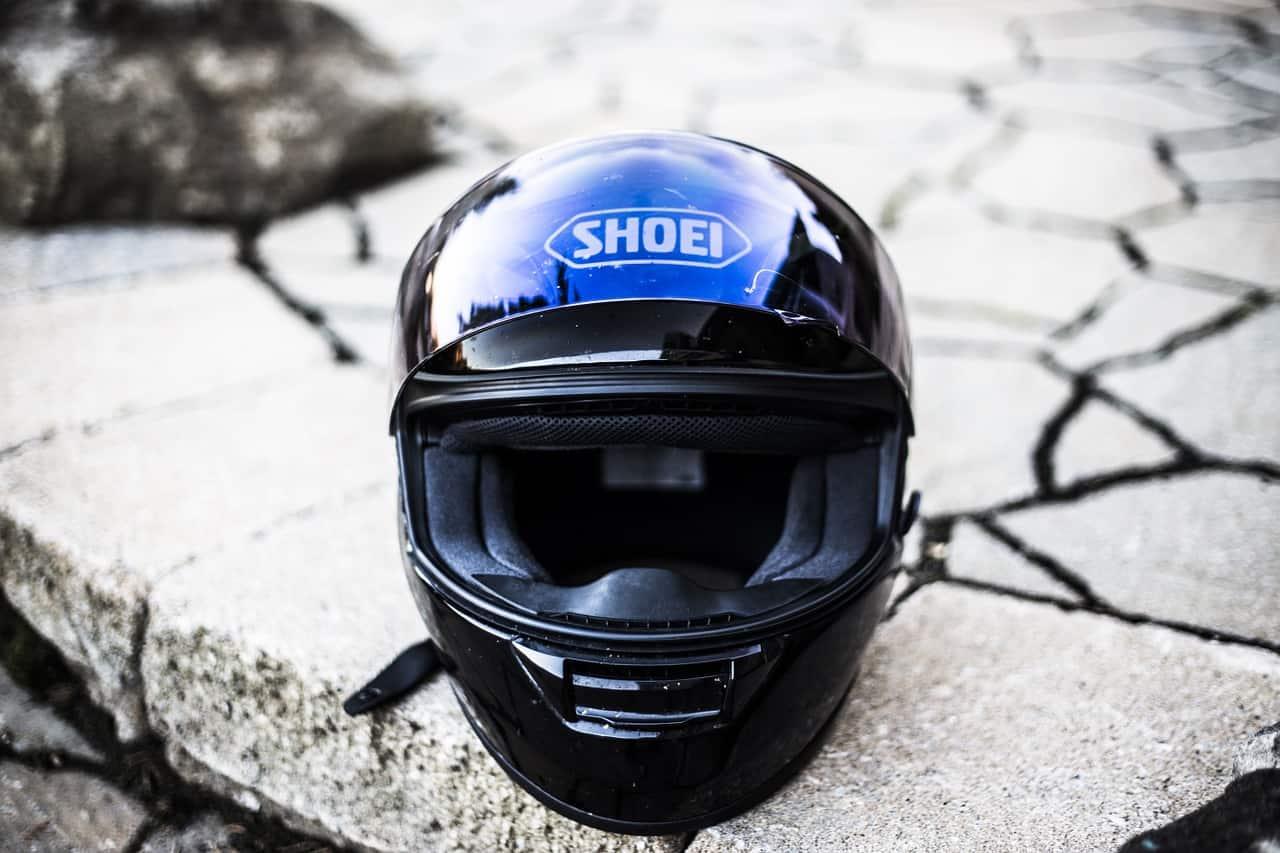 Czy można kupić dobry kask na motocykl za 200 złotych?