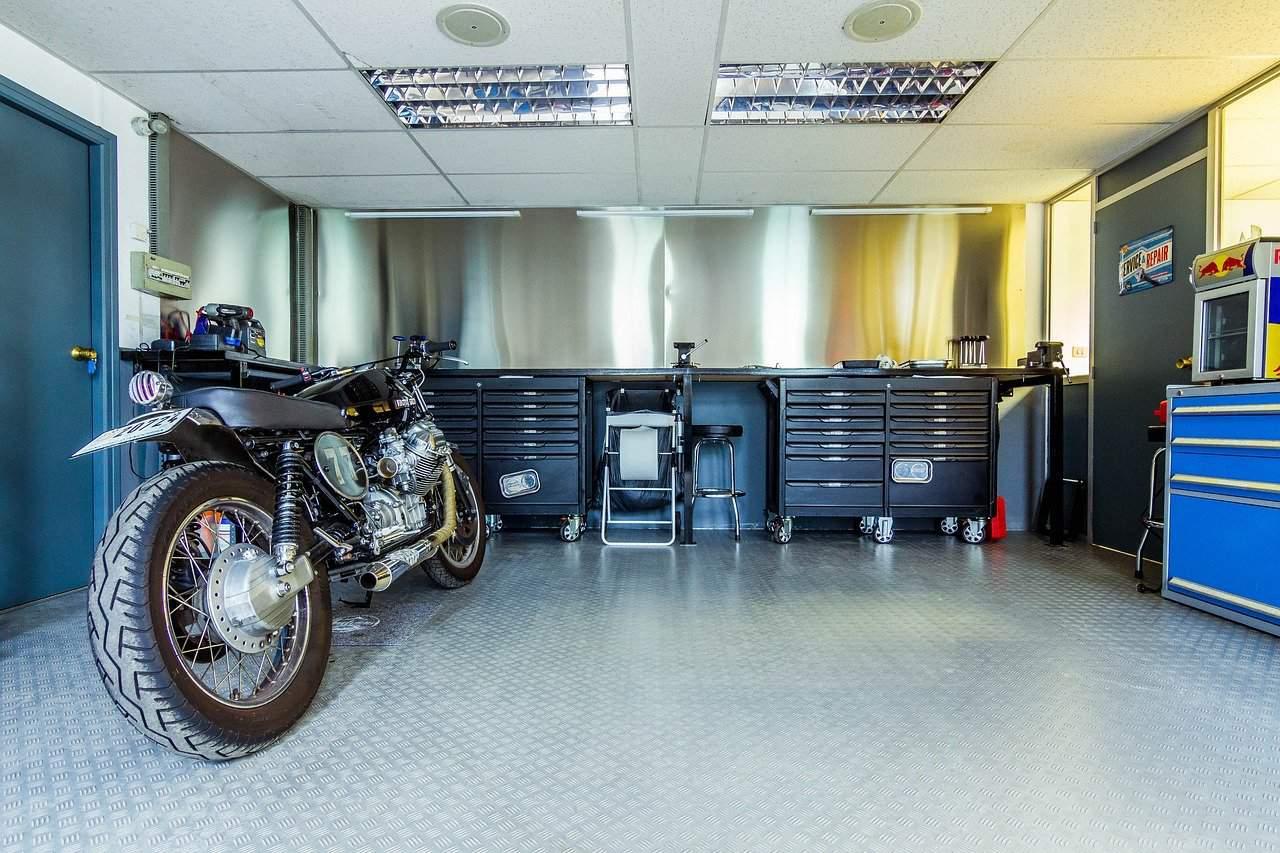 Garażowanie motocykla – najważniejsze zasady
