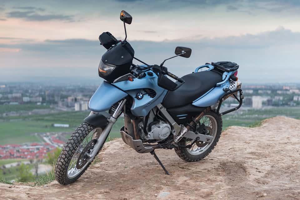 Enduro dla amatora – jak wybrać odpowiedni motocykl?