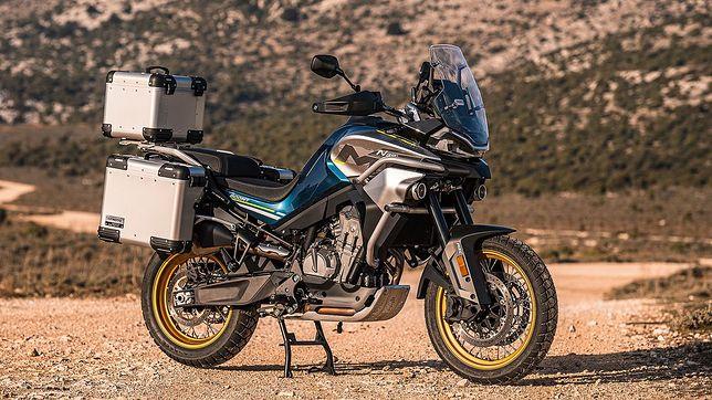 Pierwszy motocykl turystyczny od CFMoto będzie napędzany silnikiem KTM