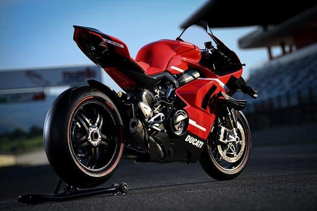 Filipiny. Cena Ducati Superleggera V4 zwala z nóg!