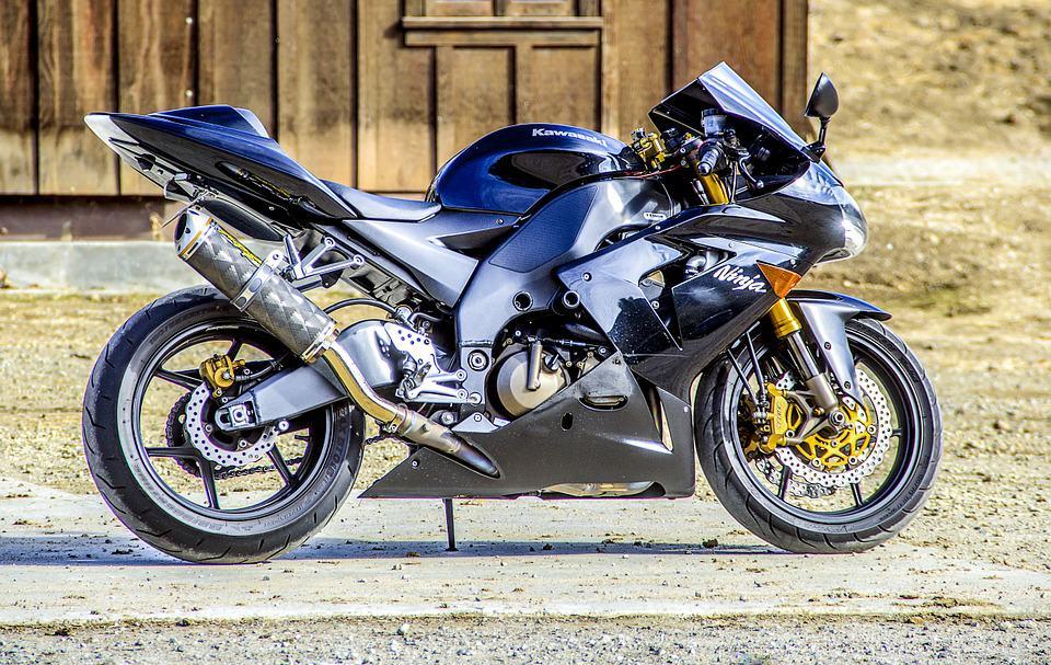 Motocykl do 500cm3 za 10 000 złotych – co kupić?
