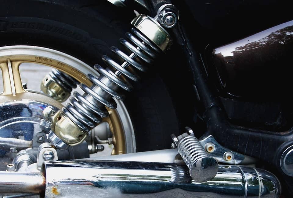 Wymiana opon w motocyklu – kiedy jest to konieczne?
