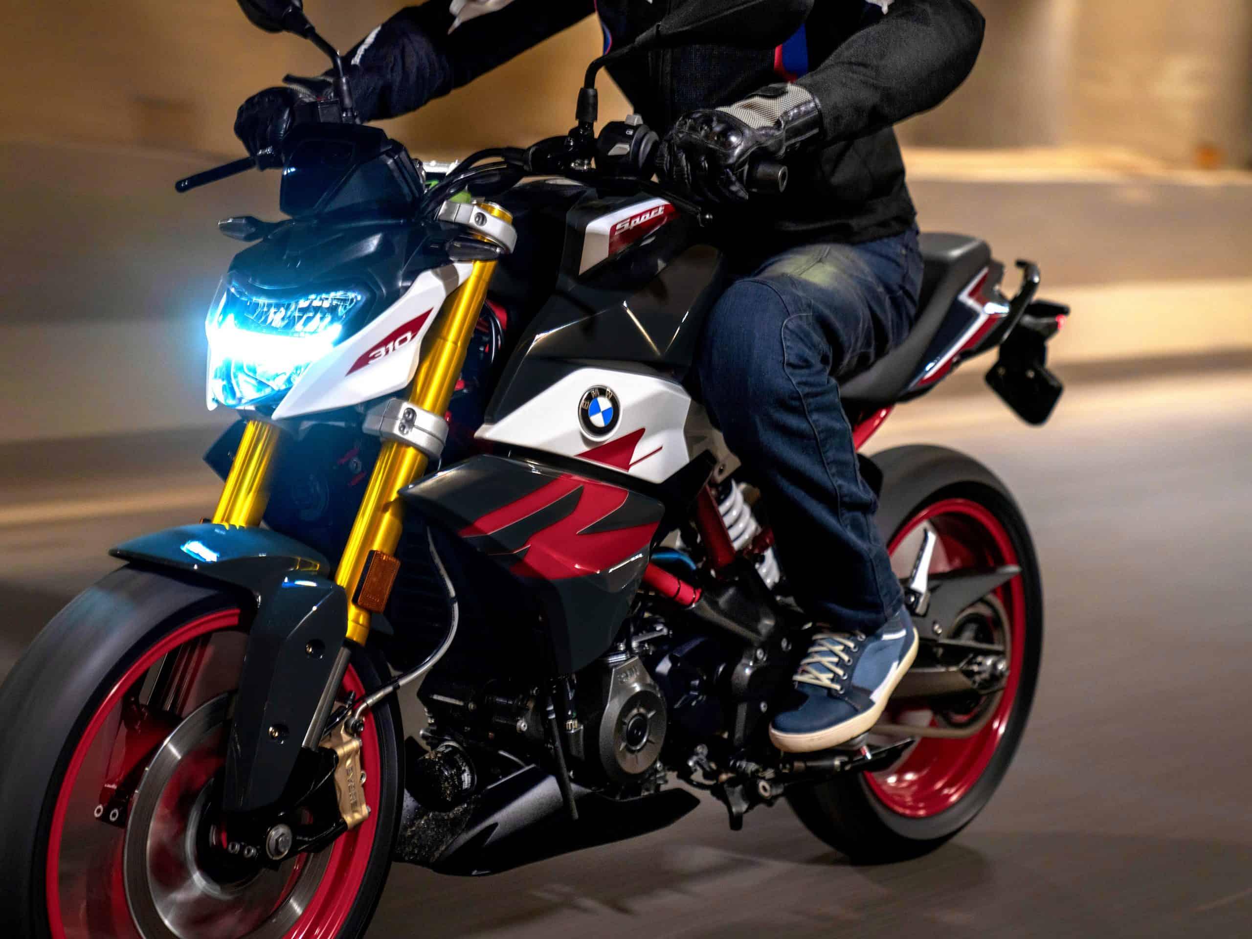 BMW: nowy patent dotyczący  sterowania motocyklem przy pomocy gestów
