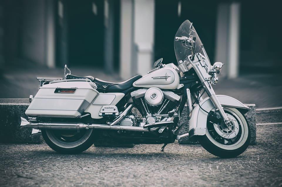 Dobra trasa motocyklowa – jak ją wytyczyć? Na co zwracać uwagę?