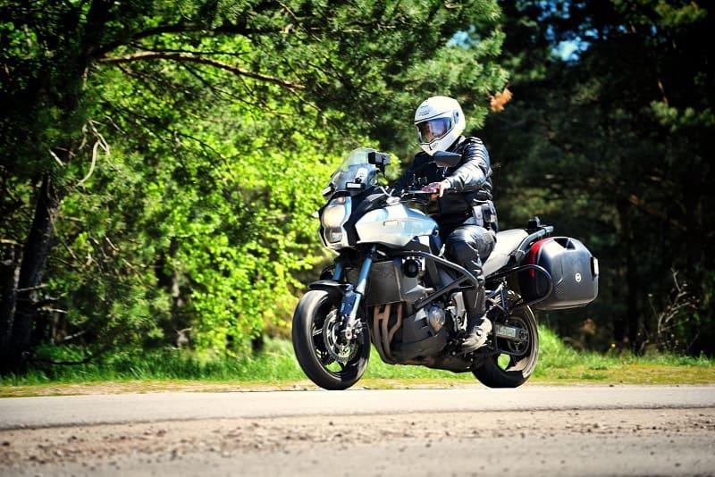 Łowicz: motocyklista na podwójnym gazie trafił w ręce mundurowych