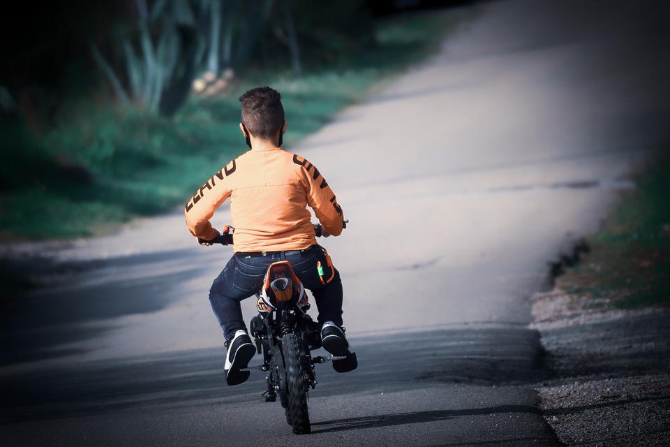 Jakim motocyklem można kierować na prawo jazdy AM?