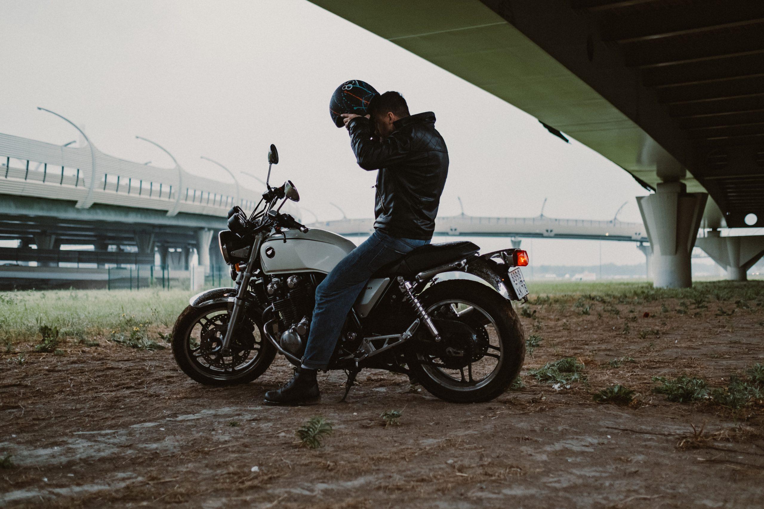 Jak jeździć w grupie z początkującym motocyklistą? Kilka ważnych zasad!